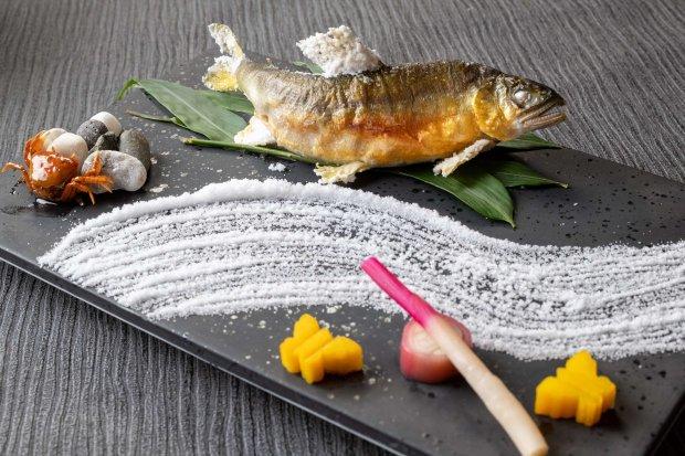 鮎の塩焼き 一匹¥ 1,000円(税別)