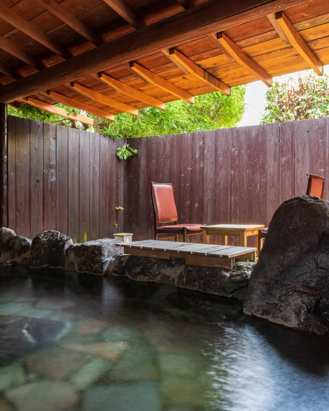 貸切軟水露天風呂を愉しみ